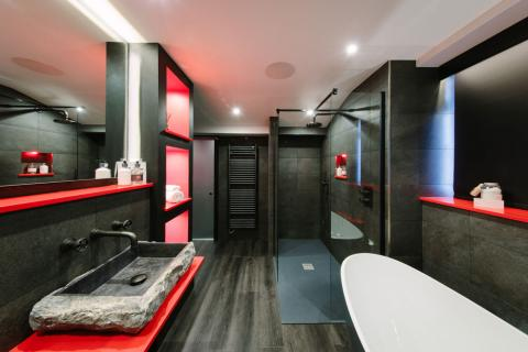 Absoluxe Suites - The Orient bathroom