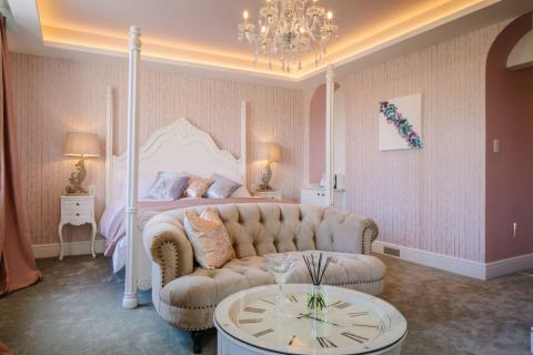 Absoluxe Suites - The Parisian bedroom
