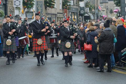 Christmas Fair 2017, Pipers entering Market Square, Saturday parade